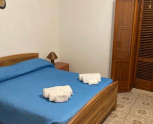 Appartamento con due camere da letto e ampio patio